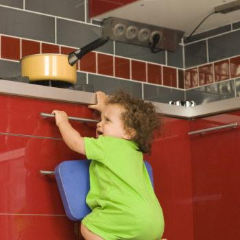 Danger accident domestique - Bébé et la cuisinière